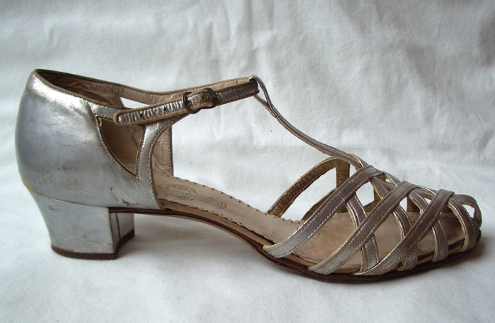 Proper Vintage Clothing - Flapper shoes - Silver 1930's Vintage Shoes :  t-strap ankle strap dance sandals